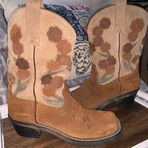 Floral Ariat boots!